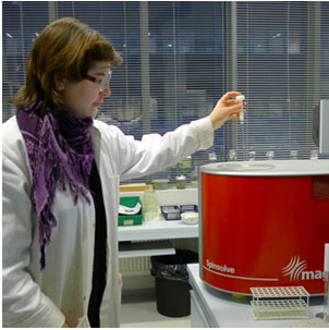 Dr Leena Kaisalo uses her Magritek Spinsolve Benchtop NMR Spectrometer at the University of Helsinki Chemistry Department