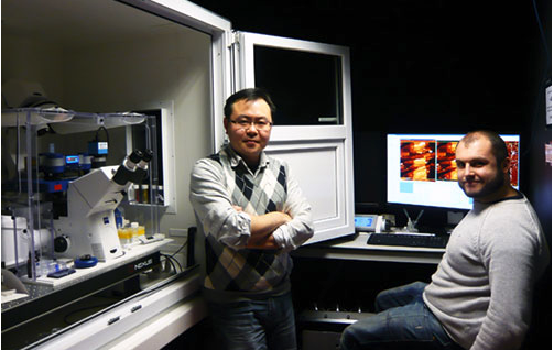 Dr Luning Liu with his JPK NNanoWizard® system at the University of Liverpool