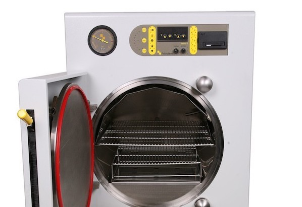 Horizontal cylindrical chamber autoclaves